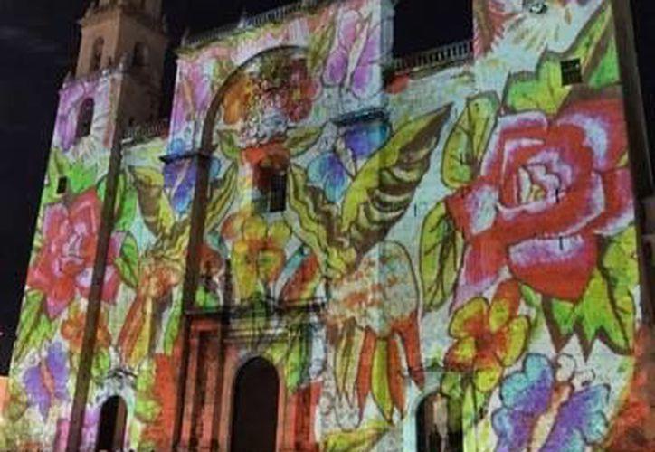 Se suspende el video mapping en Catedral, pero a cambio se hará el de la Casa de Montejo que se repetirá el viernes 30.  (Foto: Jesús González/SIPSE.com)