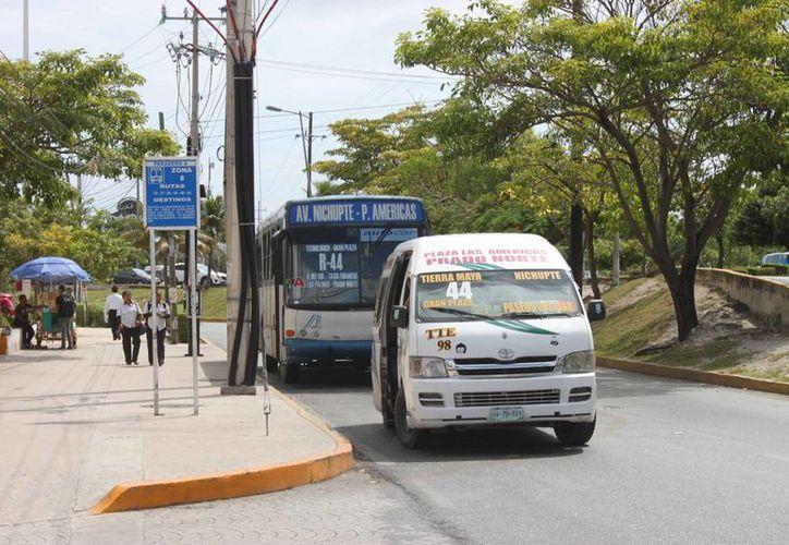 La ruta beneficia también a los habitantes de los fraccionamientos Villas del Caribe, Villas Cancún, Villas Paraíso y Región 95. (Tomás Álvarez/SIPSE)
