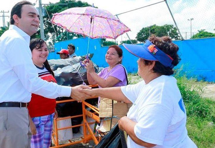 Imagen de Nerio Torres durante un evento de Recicla por tu Bienestar en una colonia del sur de Mérida. (Archivo/SIPSE)