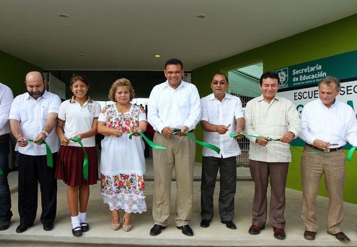 El gobernador Rolando Zapata Bello inauguró ayer en Mérida dos nuevos espacios educativos. (SIPSE)