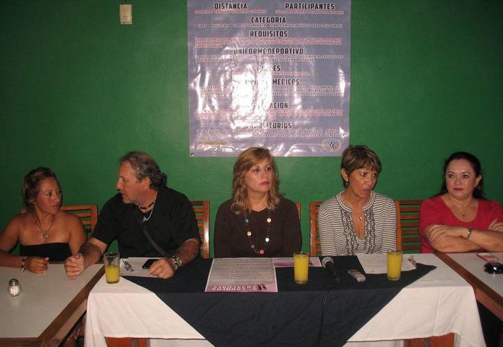 Raquel Córdoba, Gabriel Aguiñaga, Susana Hurtado, Rosy Dávila y Alicia Castillo en la presentación del evento. (Raúl Caballero/SIPSE)