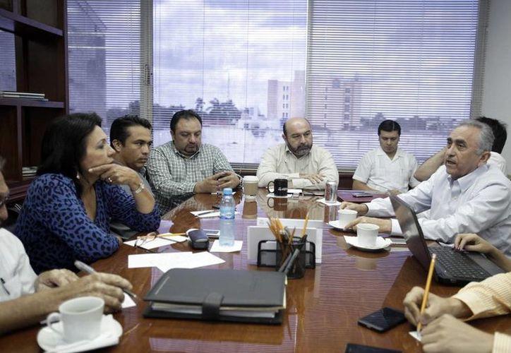 La Comisión de Presupuesto del Congreso local atendió a los funcionarios  Carlos Pasos Novelo y  Roberto Rodríguez Asaf, quienes explicaron acerca de los nuevos impuestos. (Milenio Novedades)