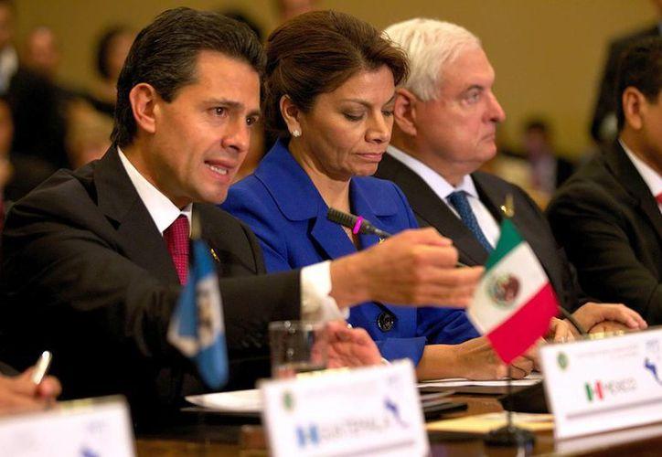 Enrique Peña Nieto y la presidenta de Costa Rica, Laura Chinchilla, durante la I Cumbre México-Sica. (Notimex)