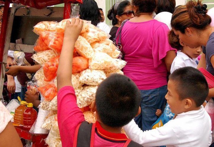 Advierten del elevado consumo de alimentos chatarra en niños de Yucatán. (Milenio Novedades)