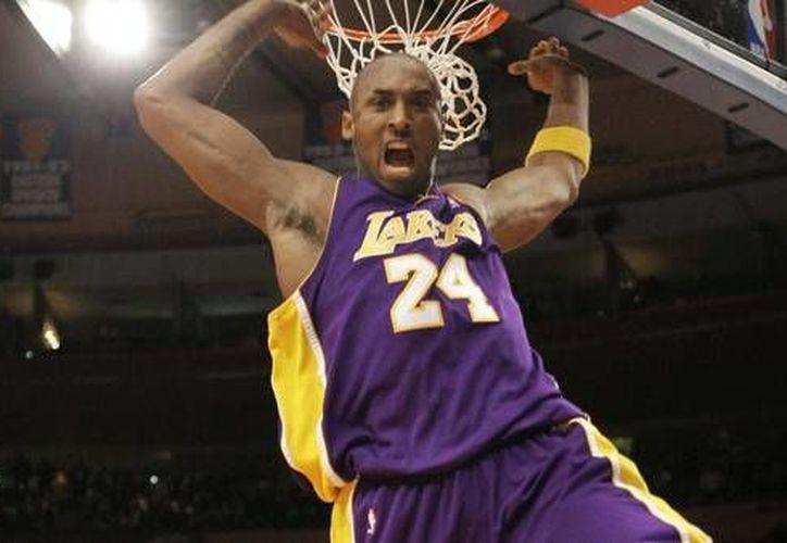 A sus 37 años, el basquetbolista Kobe Bryant anunció su retiro del deporte profesional. Bryant deja una carrera extraordinaria al ser cinco veces campeón, Jugador Más Valioso en 2008 y 17 veces seleccionado al Juego de Estrellas. (Archivo AP)