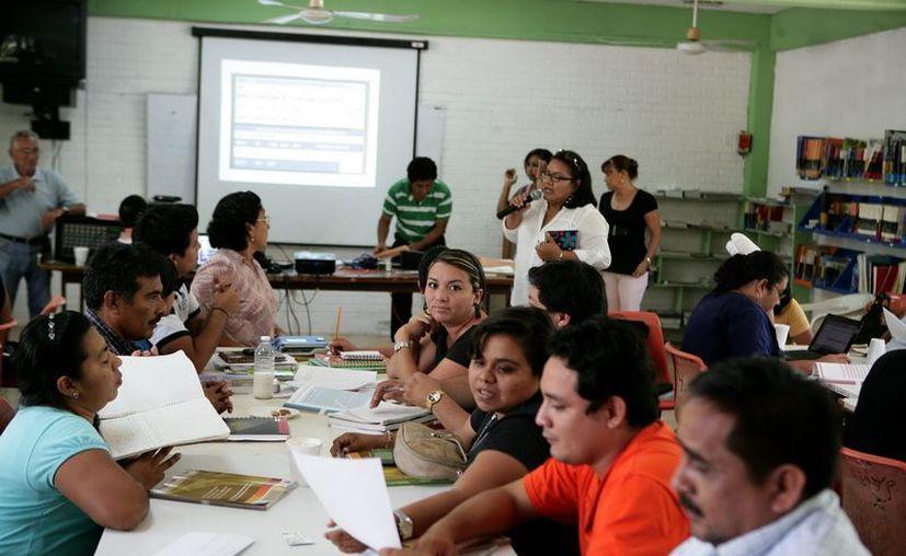 Maestros de Solidaridad y Tulum ya se encuentran amparados contra la reforma. (Cortesía/SIPSE)