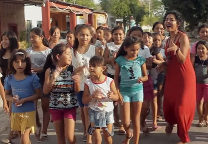 Fragmento del videoclip 'Xíimbal Kaaj' (Pueblo caminante), dirigido por Jason Buff. (Captura de pantalla/Youtube)