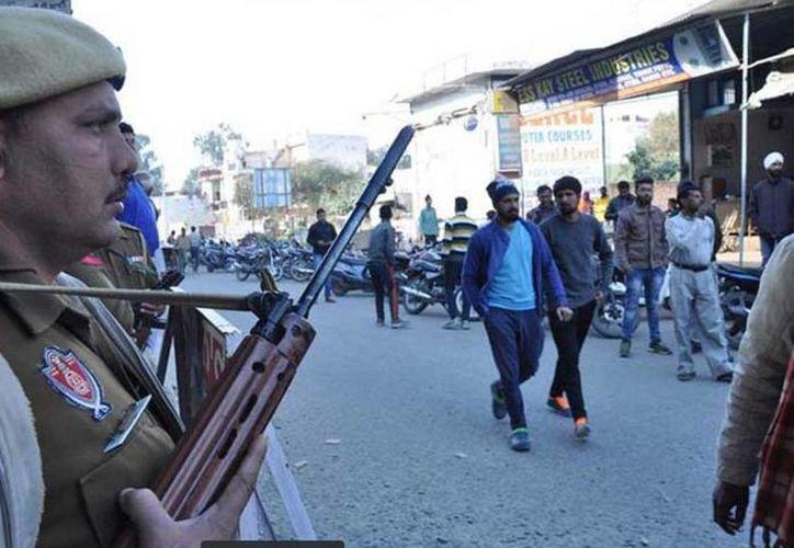 Unidades de la policía y de las Fuerzas de Protección de Ferrocarriles se trasladaron hasta las estaciones de riesgo. (twitter/@Siete24Noticias)