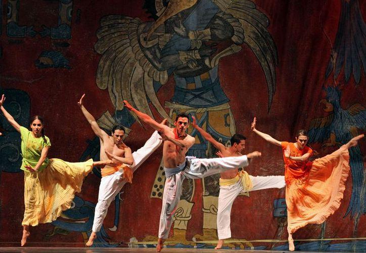 """En el evento se tuvo la presencia del espectáculo dancístico """"La noche de los mayas"""". (Milenio Novedades)"""