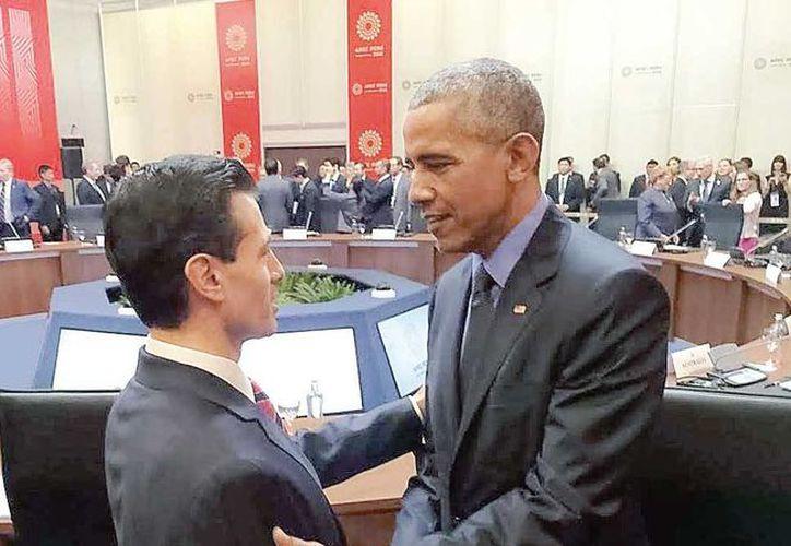 En Perú, el presidente Enrique Peña Nieto tuvo una breve charla con Barack Obama, a dos meses de que éste último deje la Casa Blanca. (Excelsior)