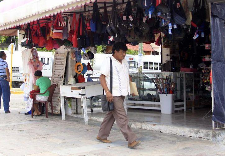Autoridades del municipio capitalino presentaron a comerciantes el proyecto de remodelación de la Avenida De los Héroes. (Harold Alcocer/SIPSE)