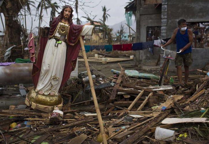 Unas 600 mil personas se quedaron sin hogar tras el devastador tifón. (Agencias)