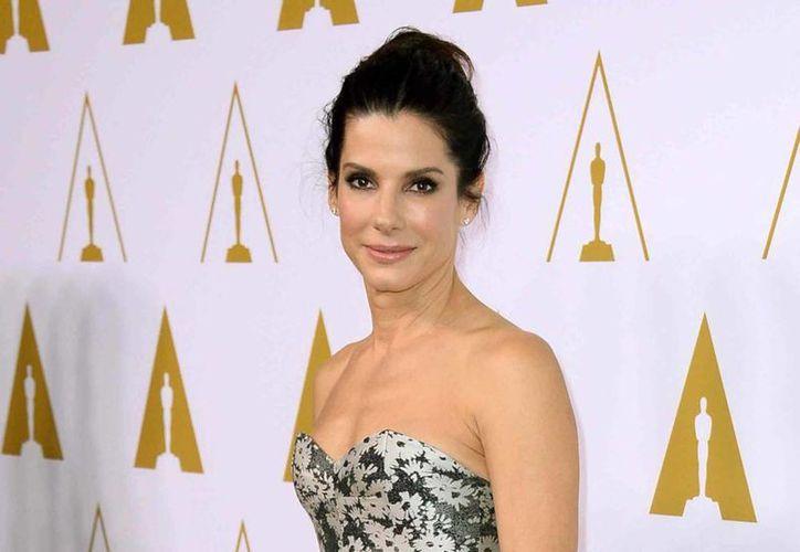 La película sobre exitosa ejecutiva de Tupperware marca el regreso de Sandra Bullock a la pantalla grande, después de su participación en Gravedad, por la cual fue nominada al Oscar. (AP)