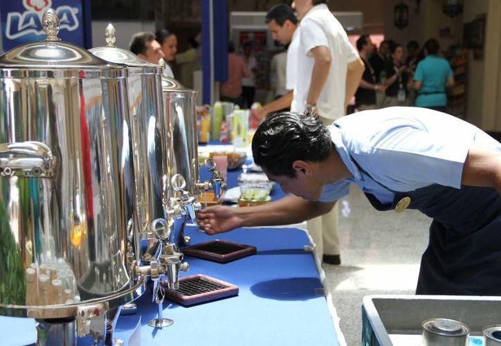 Es común que los menores de edad pidan trabajo en los restaurantes. (Tomás Álvarez/SIPSE)