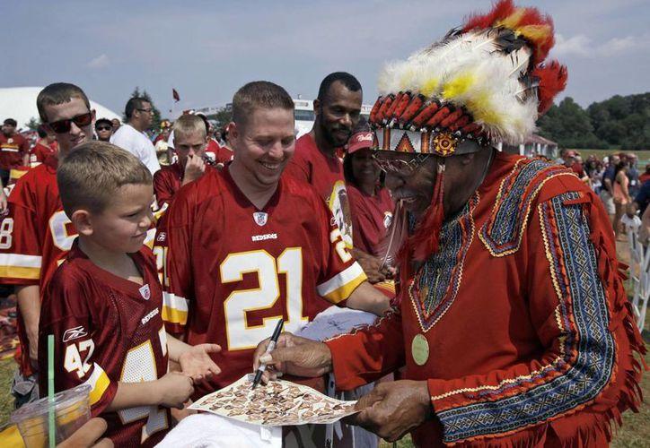 Algunos equipos deportivos han cambiado sus 'motes' para no ofender a los nativos americanos. (Foto: Agencias)