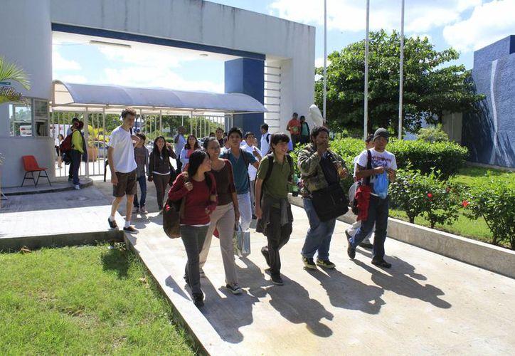 Exhortan a jóvenes a continuar sus estudios. (Sergio Orozco/SIPSE)