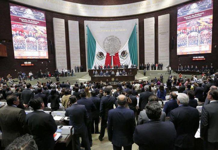 Los diputados también recibieron dos oficios de la Secretaría de Hacienda con el dictamen de impacto presupuestario de la iniciativa. (Archivo/Notimex)