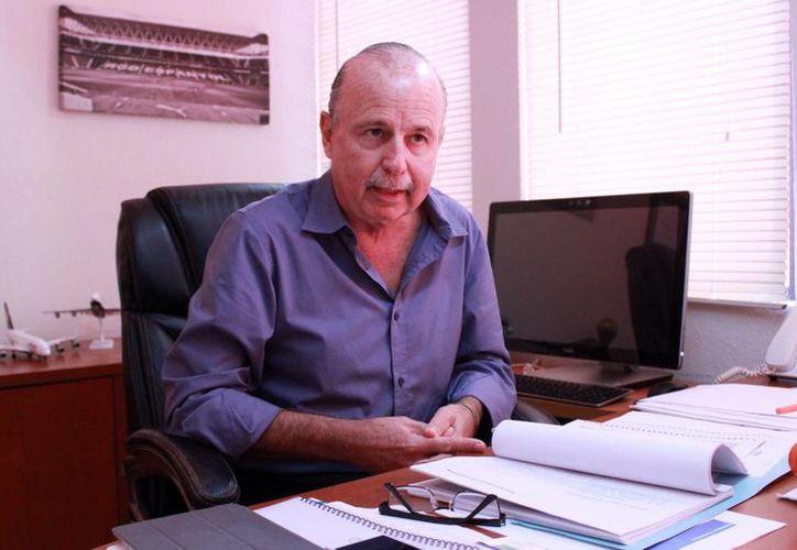 Jesús Almaguer Salazar, exdirector de la OVC, durante una entrevista. (Luis Soto/SIPSE)