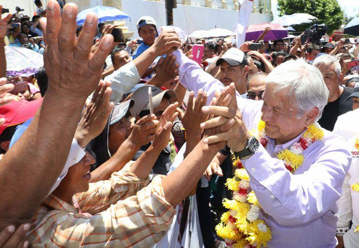 Andrés Manuel López Obrador propuso otorgar becas a jóvenes para que estudien y se capaciten. (Notimex)