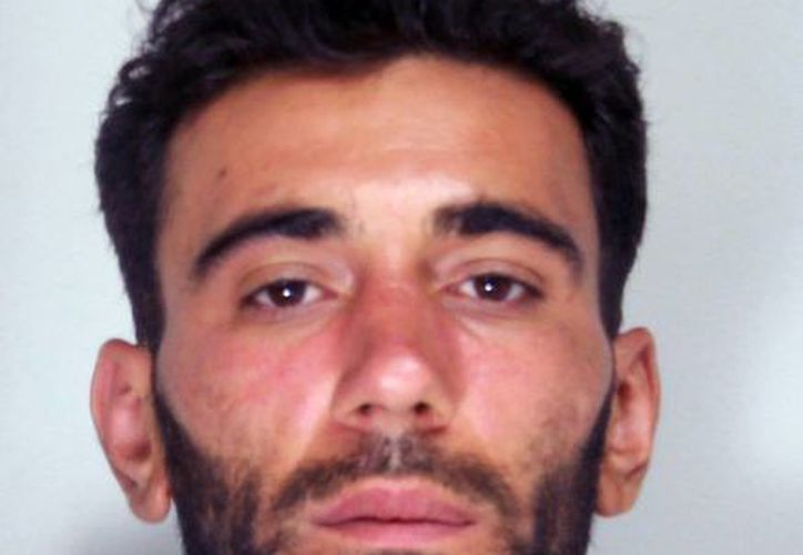 Esta foto de archivo del 21 de abril del 2015 divulgado por la policía italiana en Catania, Italia, muestra al capitán tunecino Mohammad Ali Malek, uno de los supervivientes del naufragio y el cual fue condenado por un juez de Sicilia. (Policía italiana vía AP)