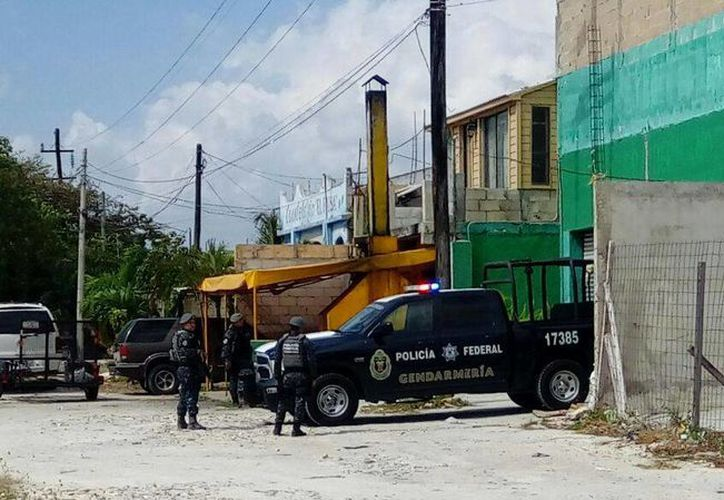 Elementos de seguridad ubicaron la bodega donde estaban encerrados los indocumentados. (Eric Galindo/SIPSE)