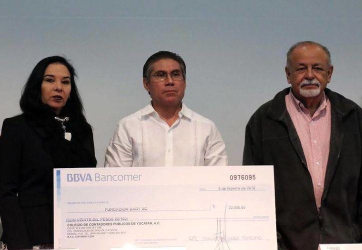 Destaca el Colegio de Contadores Públicos de Yucatán, A. C el impacto positivo de recursos para universitarios sobresalientes. (Milenio Novedades)