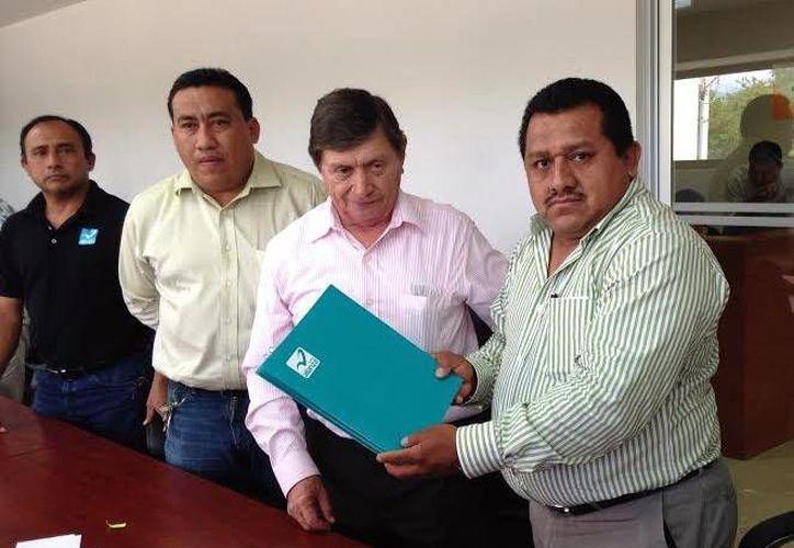 El Panal presentó la documentación correspondiente ante el Iepac para participar en el proceso electoral 2015. (Milenio Novedades)