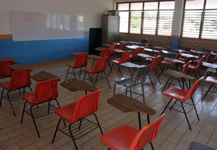 Las aulas de la escuela primaria FORD 109 permanecieron vacías al suspenderse las clases por falta de maestros. (Francisco Sansores/SIPSE)