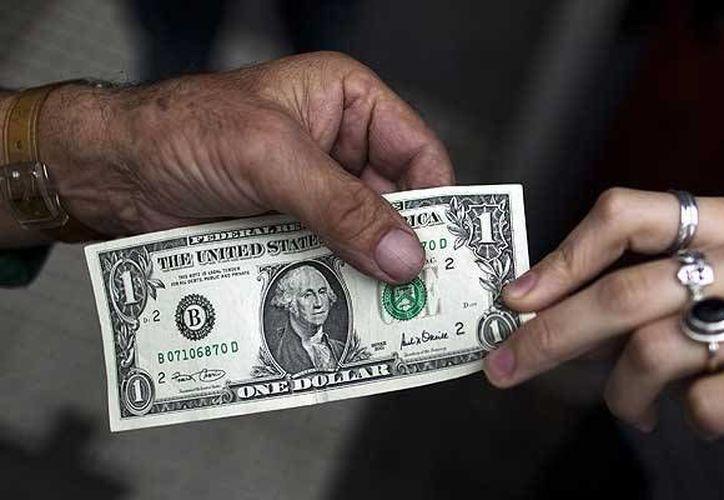 El bellete verde se compró en 14.20 pesos. (Archivo/AP)