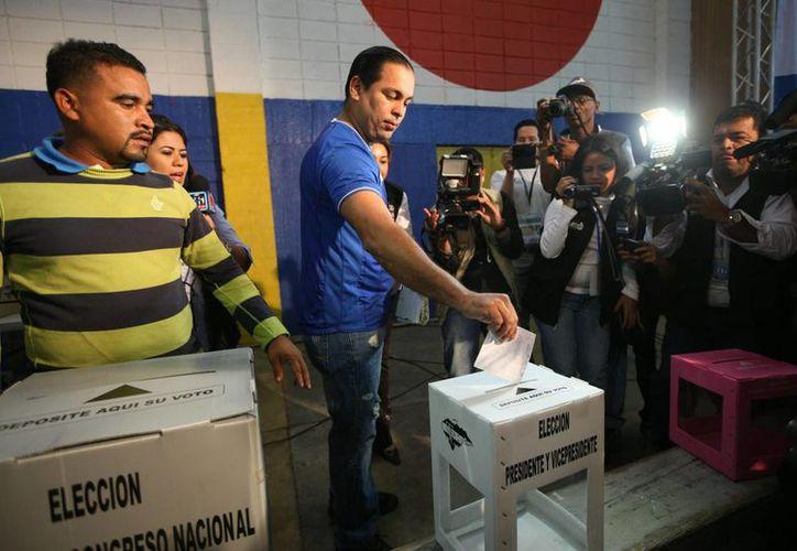 Los hondureños eligen también cerca de 300 alcaldes. (Notimex)