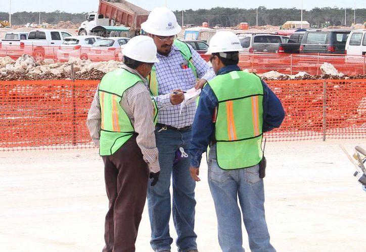 Las nuevas industrias impulsarán la generación de empleos. Imagen de la construcción de una de las plantas de los negocios que se instalarán en Yucatán. (Milenio Novedades)