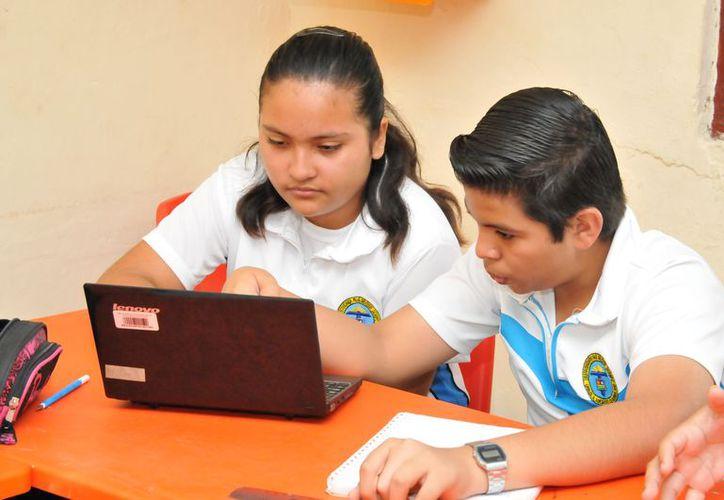El modelo educativo permite acceder vía Internet a los programas educativos por módulos. (Foto: cortesía SEQ)