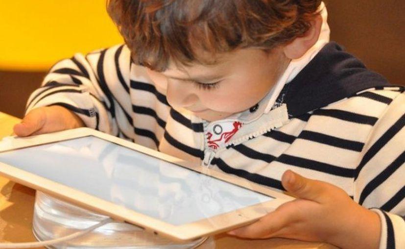 Un estudio reveló que el tiempo que pasan los niños frente a la 'luz azul' no les afecta el sueño. (Foto: Contexto/Internet)