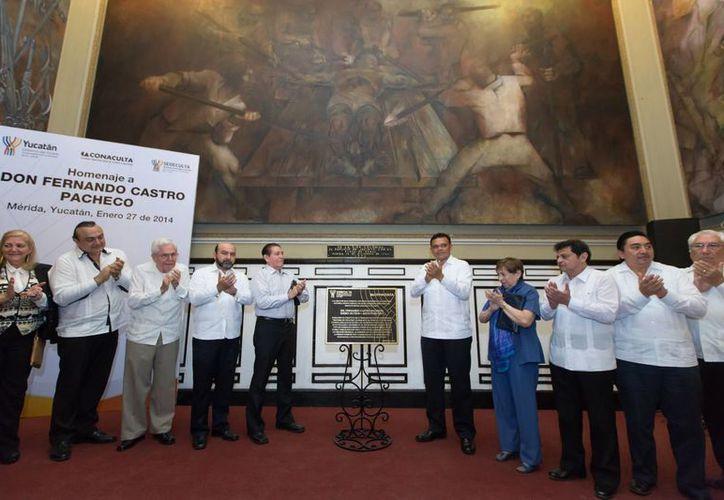 La develación de la placa en el Palacio de Gobierno de Yucatán. (SIPSE)