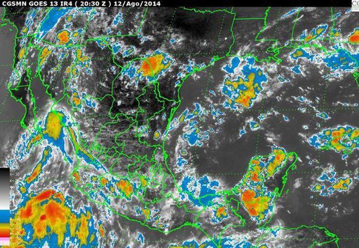 Nublados densos con lluvias fuertes a muy fuertes y oleaje elevado sobre los estados del sur y occidente del país. (smn.conagua.gob.mx)