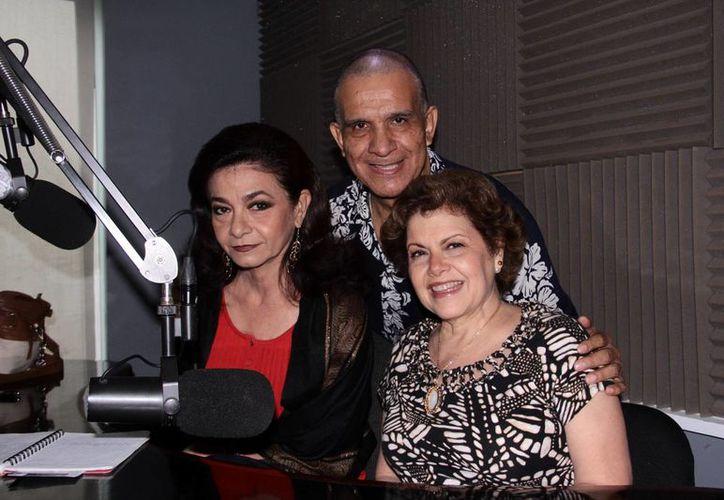 El programa,  que tuvo como invitado especial al Dr. Miguel Ángel Tlacatelpa, fue conducido por Alis García y Mariliz Escalante. (César González/SIPSE)