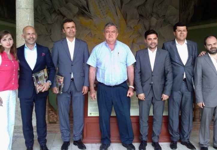La comitiva de Vila Real fue atendida por el jefe del Despacho del Gobernador, Eric Rubio Barthell. (Milenio Novedades)