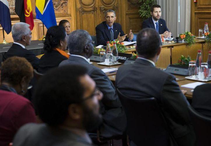 El presidente estadounidense Barack Obama habla en una reunión con jefes de estado de naciones pequeñas e insulares amenazadas por los efectos del cabmio climático. (Evan Vucci / AP)