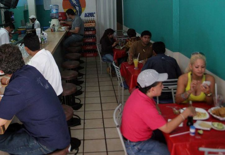 Sólo 40% de los negocios de alimentos en el Estado está dentro de la legalidad, señala la Canirac. (Christian Ayala/SIPSE)