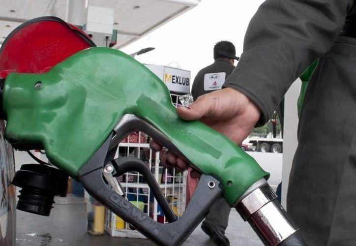 Gasolineros se comproeten a que en una estación se puedan hacer recargas, pagos de servicios y que haya restaurantes y tiendas de conveniencia. (Archivo/SIPSE)