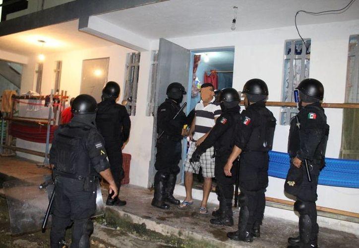 El cateo en el penal de Mérida incluyó revisión celda por celda en busca de objetos prohibidos. (Celia Franco/SIPSE)