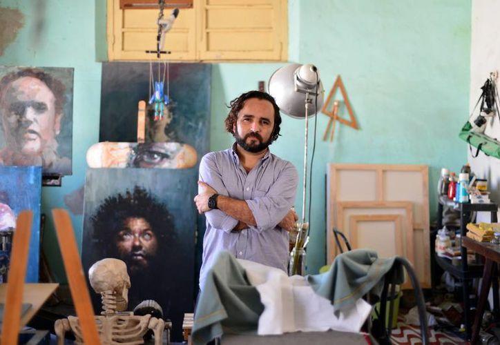 """El pintor Rodolfo Baeza Correa plasma diversas emociones humanas con """"Mutatis Mutandis"""". (Milenio Novedades)"""