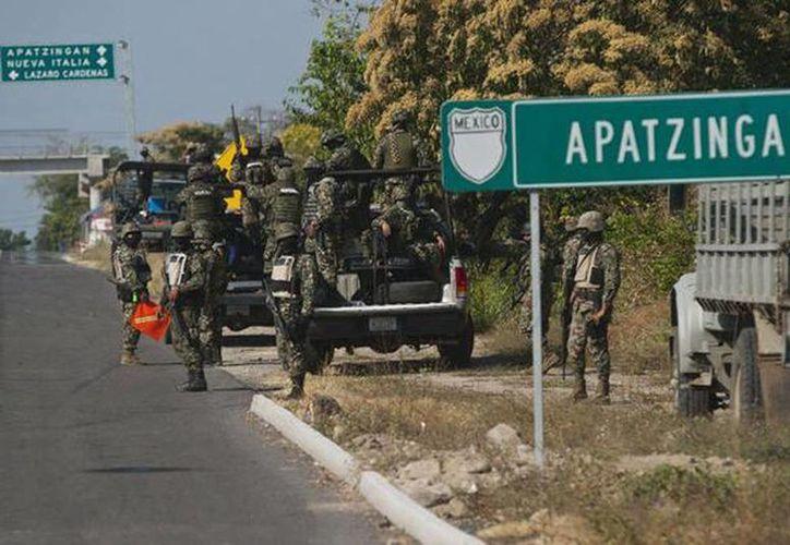 Los 44 detenidos se encontraban recluidos en el penal federal de Tepic, Nayarit, mismo que durante esta madrugada pudieron abandonar 43 de los afectados. (@NoticiasMVS)