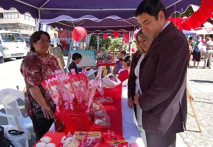 En la celebración del Día del Amor y la Amistad de 2014 se registraron 5 muertos y más de mil riñas en Bogotá, Colombia, de ahí que se implemente el toque de queda. Foto de contexto, solo para fines ilustrativos. (Especial)