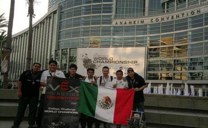 Estudiantes de la UT Cancún se coronaron campeones mundiales de robótica el mes pasado. (Twitter)