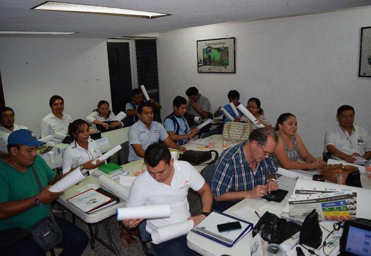 El curso fue impartido en las instalaciones de la Canaco con una duración de 10 horas. (Joel Zamora/SIPSE)