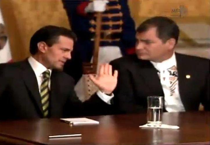 Peña Nieto y Rafael Correa representan a México y Ecuador, cuyas relaciones diplomáticas comenzaron en 1837. (Captura de pantalla de YouTube.com)