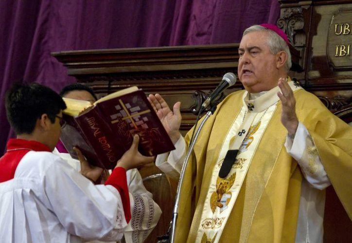 El Mons. Emilio Carlos Berlie encabeza las solemnidades por el Viernes Santo en la Catedral de Mérida. (SIPSE)