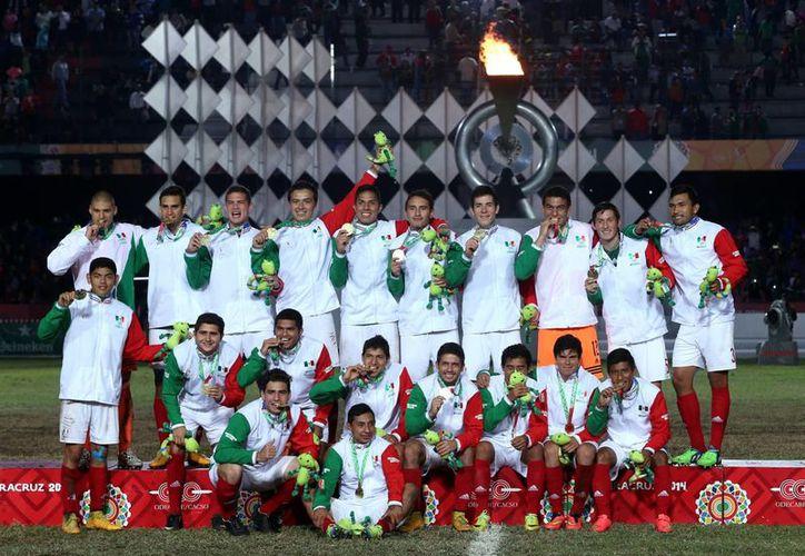 La selección mexicana sub-17 que ganó la medalla de oro en Juegos Centroamericanos (foto) seguramente será la base del Tri que jugará el torneo de Concacaf. (Foto de archivo de Notimex)
