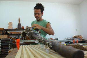 Crean instrumentos con maderas típicas de la región maya
